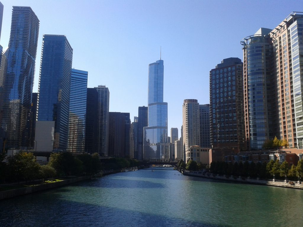 Blick auf den Trump Tower in Downtown Chicago